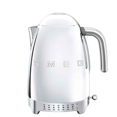Based in Italy, Smeg is known for its retro and durable kitchen appliances. Featuring an energy-efficient design, this kettle is both fun to use and easy on the eyes. Small Appliances, Kitchen Appliances, Ddr Museum, Thing 1, Cast Iron Cookware, Style Retro, Retro Fashion, Chrome, Gray