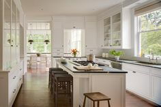 The 3 Big Kitchen Trends for Simplicity, Convenience and Color Wood Floor Kitchen, Big Kitchen, Kitchen Flooring, Kitchen Countertops, Kitchen Pass, Kitchen Island, Marble Counters, Soapstone Countertops, French Kitchen