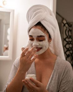 Easy Homemade Mask Recipe That Instantly Lights Up The Skin We have a mask recipe that will remedy your skin, especially if you complain about the dullne Clay Face Mask, Best Face Mask, Clay Masks, Face Masks, Sephora, Aesthetic Boy, Aesthetic Grunge, Aesthetic Black, Laura Lee