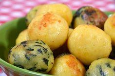 Például a fonott csirkemellhez is tökéletes köret a spenótos nudli, illetve annak evolúciója az olajbogyóval (vagy aszalt szilvával) töltött gombóc, de ismerve a hazai köretfelhozatalt (a párolt rizs, a sült krumpli, a krumplipüré és a burgonya krokett bűvös négyszögében), tulajdonképpen bármilyen… Gnocchi, Potatoes, Vegetables, Food, Potato, Essen, Vegetable Recipes, Meals, Yemek