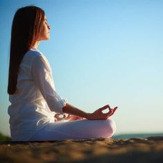 A Simple, meditation that can be used by beginners to start meditating, but will also remain with them as an important fundamental to build more self awareness. Meditation For Beginners, Daily Meditation, Mindfulness Meditation, Simple Meditation, Focus At Work, Breathing Meditation, Adult Adhd, Mindfulness Practice, Sounds Good