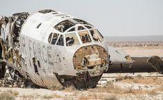 Abandoned B-52 Bombers in the Desert: アメリカ砂漠に放棄された爆撃機を探る | Tomboy Urbex