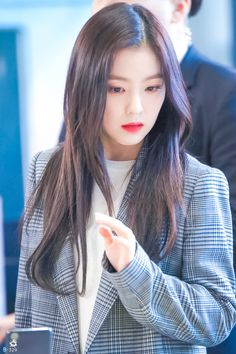 Irene / Red Velvet Red Velvet 1, Red Velvet Irene, Seulgi, Mode Ulzzang, Beautiful Girl Wallpaper, Singer Fashion, Most Beautiful Faces, Korean Celebrities, Girl Crushes