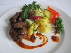 Sertésmájból is elkészíthető - petrezselymes krumpli illik hozzá. Beef, Food, Meat, Essen, Meals, Yemek, Eten, Steak