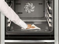 Nettoyer son four fait partie des tâches ménagères les plus ingrates. On peut se faciliter la vie en utilisant un mélange de levure en poudre et d'eau. Et en plus, cette méthode est écologique.