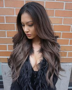 Whom does dark ombre hair suit? The opinions here may vary. But if you are searching for a contrasting look and you have dark natural hair – then you should totally try it out. Caramel Ombre Hair, Dark Ombre Hair, Ombre Hair Color, Hair Colour, Bayalage, Balayage Hair, Ashy Hair, Brunette Hair, Bad Hair