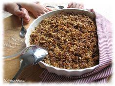 Kaura-omenapaistos on niin lasten kuin aikuisten ikisuosikki. Vaniljakermavaahdon tai -kastikkeen kanssa se käy niin piirakkana kuin jälkiruokana. Tämä on verraton ohje yhdessä lasten kanssa tehtäväksi, sillä pikkuleipurit selvittävät suurimman osan työvaiheista ihan itse. Omat Kinuskilapseni olivat harjoitelleet vastaavaa leipomusta päiväkodissa ja halusivat tehdä tätä kotonakin. Omenoiden pilkkominen oli lapsista hauskinta ja se onnistui hyvin lasten […]