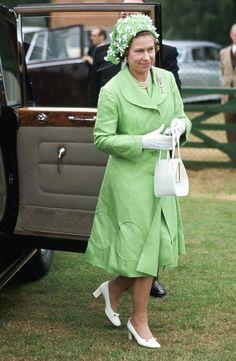 Una exposición sin precedentes con los 150 trajes más icónicos de la reina Isabel por su 90 cumpleaños - Foto 6