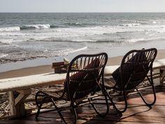 Corona verbietet uns die Rückreise nach Deutschland. Wir leben für mehr als 3 Monate  in Indonesien. Wie wir uns auf der Insel eingelebt haben, erfahrt ihr hier. Denpasar, Padang, Bali, Chair, Furniture, Home Decor, Corona, 3 Months, Indonesia