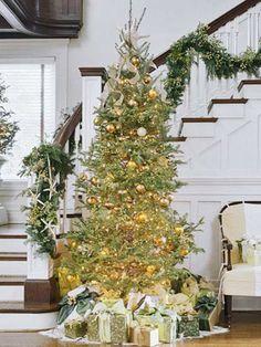 geschmückter weihnachtsbaum glänzende deko