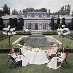 For Sale on - 'The Romanones' Spain 1976 (Perspex face mounted Aluminium Dibond), C Print by Slim Aarons. Offered by Galerie Prints. Slim Aarons, Rodney Smith, Picnic Outfits, Old Money, Attractive People, Cool Pools, Gothic Fashion, Women's Fashion, Fashion Tips