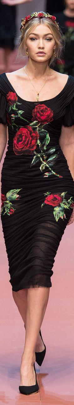 Dolce & Gabbana Fall 2015 Ready-to-Wear Collection ❤︎ Beauty And Fashion, Look Fashion, Runway Fashion, High Fashion, Fashion Show, Womens Fashion, Fashion Design, Fashion Trends, Gigi Hadid