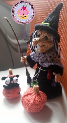 witch amigurumi crochet- love the blk cat coming out of the pumpkin