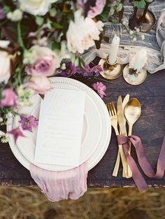 Shades of purple for autumn Wedding Place setting Ideas | Photo by Igor Kovchegin | Fab Mood
