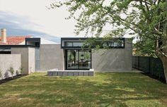 Concrete render wall. Hamilton Courtyard House | Australian Design Review