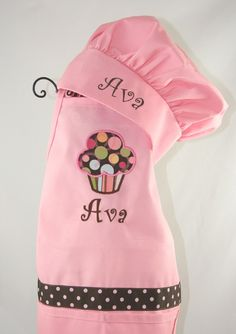 so sweet for little girls - her very own chef's hat and apron! Childrens Christmas, Christmas Gifts For Kids, Sewing For Kids, Baby Sewing, Embroidery Monogram, Embroidery Designs, Embroidered Apron, Dress Up Boxes, Personalized Aprons