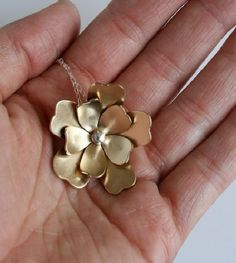stunning gold floral necklace