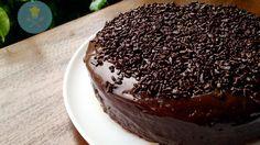 2 unidade(s) de ovo 1 1/2 xícara(s) (chá) de açúcar 1 1/2 xícara(s) (chá) de farinha de trigo 1 xícara(s) (chá) de chocolate em pó 1/4 xícara(s) (chá) de óleo de milho 1 colher(es) (ch…