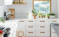 Get inspired with our kitchen design ideas. Our gallery has different styles of kitchens so you can get ideas for organization, design and kitchen layouts. White Ikea Kitchen, Ikea Kitchen Design, Rustic Kitchen Design, Interior Design Kitchen, Kitchen Decor, Kitchen Cabinet Interior, Kitchen Cabinets, Ikea Cabinets, Howdens Kitchens
