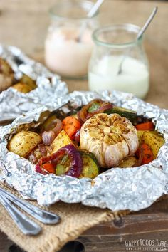 Cabbage and sausage foil packets - happy foods tube Vegetarian Grilling, Healthy Grilling Recipes, Healthy Eating Tips, Vegetarian Recipes, Cooking Recipes, Barbecue Recipes, Bbq Vegetables, Grilled Vegetables, Mixed Vegetables