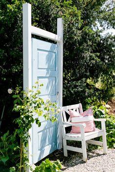 Alte Türe als Sichtschutz