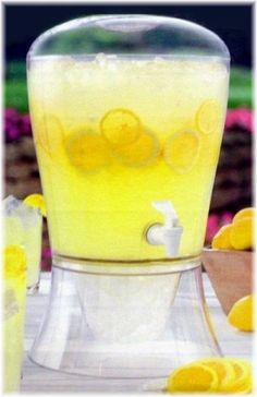 I am not fond of punch, so at my wedding we will serve lemonade. Perfect for a summer wedding with yellow as one of my colors.