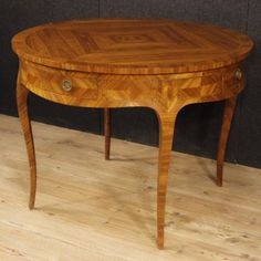1800€ French inlaid leaf table in Louis XV style. Visit our website www.parino.it #antiques #antiquariato #furniture #golden #antiquities #antiquario #inlay #inlaid #tavolo #diningtable #table #decorative #interiordesign #homedecoration #antiqueshop #antiquestore #style #louisXV