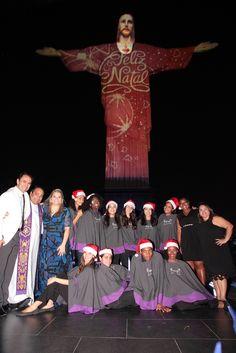 Cristo Redentor é iluminado com projeções de imagens natalinas e do Papa Francisco