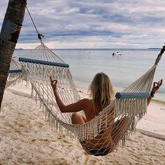 Hammock life 👙✌🏻🌴 #travel #beachyoga #meditation #hammock