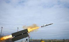 Naval Strike Missile: Kongsberg Defence Systems tror dette kan bli en like stor og langvarig suksess som forgjengeren, Penguin, som er produsert siden 60-tallet og som fortsatt selges – selvsagt i videreutviklet versjon.  – NSM er utviklet i en periode der ingen andre fokuserte på denne type missiler. Det betyr at vi har 10–15 års forsprang på konkurrentene våre, sier Harald Ånnestad som er administrerende direktør i Kongsberg Defence Systems. #li