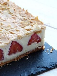 Strawberry with mascarpone and white chocolate Source by Therecipeseasy Related posts: Tart praliné & white chocolate Tiramisu with white chocolate and raspberries Lemon and white chocolate creams Chocolate and mascarpone cake by Cyril Lignac Strawberry … French Desserts, Just Desserts, Delicious Desserts, Yummy Food, Sweet Recipes, Cake Recipes, Dessert Recipes, Lasagna Recipes, Icing Recipes