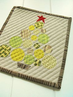 Christmas mug rug. Size this idea up to small quilt size?