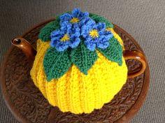 ........ Crochet Kitchen, Crochet Home, Crochet Yarn, Tea Cosy Knitting Pattern, Knitting Patterns, Crochet Patterns, Knitted Tea Cosies, Mug Cozy, Crochet Projects
