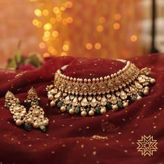 Come try on some spectacular bridal jewellery at Meena Bazaar Chennai on and… Pakistani Jewelry, Indian Wedding Jewelry, Indian Jewelry, Bridal Jewelry, Silver Jewelry, Indian Bridal, Glass Jewelry, India Wedding, Indian Necklace