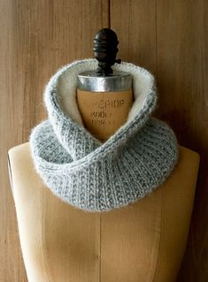 Shawl Collar Cowl - the purl bee. ❤ the purl bee. Knit Cowl, Knitted Shawls, Knit Scarves, Lace Shawls, Loom Knitting, Free Knitting, Finger Knitting, Knitting Machine, Purl Bee