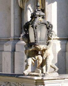 Néha különös helyeken azzal szembesül az ember, hogy a mai átlagemberétől merőben eltérő körülmények közt is lehet élni. A heiligenkreuzi apátság ilyen. Lion Sculpture, Greek, Statue, Art, Art Background, Kunst, Performing Arts, Greece, Sculptures