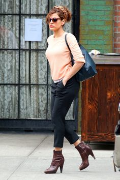Eva Mendes - Eva Mendes Checks Out of Her NYC Hotel