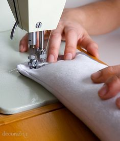 Diy Xmas Gifts, Homemade Christmas Gifts, Diy Mouse Pad, Decor Crafts, Diy Crafts, Natural Pillows, Relleno, Sewing, Fabric