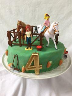 Bibi und Tina Torte Bibi und Tina Torte The post Bibi und Tina Torte appeared first on Tisch ideen. Horse Birthday, Girl Birthday, Birthday Cake, Fondant Figures, Cup In Gramm, Cheesecake Pancakes, Fox Cookies, Pumpkin Spice Cupcakes, Bear Cakes