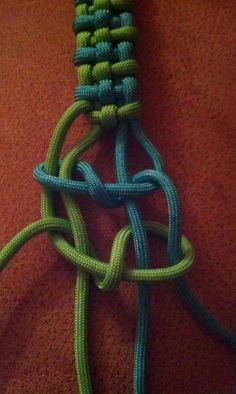By Dman Mcq paracord pictorial tutorial Macrame Knots, Micro Macrame, Macrame Jewelry, Macrame Bracelets, Paracord Braids, Paracord Knots, Paracord Bracelets, Swiss Paracord, Survival Bracelets