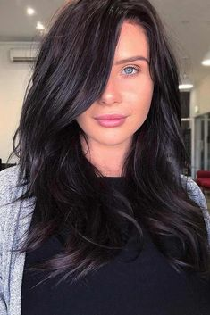 Hair Color 2018 If you are about to get yourself black hair, there are some things that you should consider before calling your colorist. Also, there are lots of amazing ideas. Inspiration won't hurt, check it out! Discovred by : Love Hairstyles Hair Color For Women, Hair Color For Black Hair, Brown Hair Colors, Brown Hair Shades, Dark Red Hair, Hair Color 2017, Twist Cornrows, Bronde Hair, Side Braid Hairstyles
