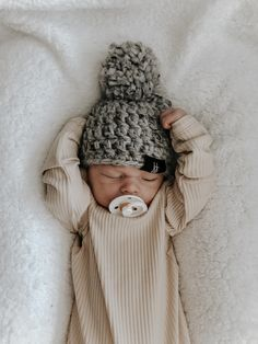 Cute Baby Boy, Cute Baby Clothes, Cute Kids, Cute Babies, Newborn Outfits, Baby Boy Outfits, Outdoor Baby Photography, Little Presents, Baby Poses