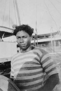 """A Caixa Cultural apresenta a mostra de fotografias """"Mário de Andrade: etnógrafo-fotógrafo-poeta"""", que reúne 60 fotografias tiradas pelo famoso escritor em uma viagem à Amazônia. A exposição acontece de 23 de março a 5 de maio."""