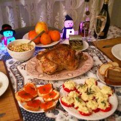 Праздничный российский новогодний стол