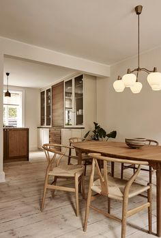 Kitchen of the Week: Modern English Colonial Style in Copenhagen Dining Room Inspiration, Home Decor Inspiration, Küchen Design, House Design, Nordic Design, Dining Area, Dining Chairs, Dining Rooms, Home Interior
