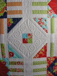 Beautiful free-motion quilting. source: The Secret Life of Mrs. Meatloaf: Bright and cheerful