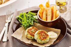 Create tasty fish cakes in a flash with this super-easy and super-quick recipe.