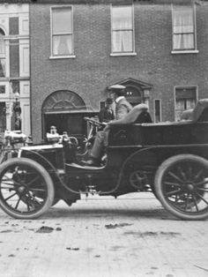 Looking for a fare. Outside the Shelbourne Hotel, Dublin, Ireland. Shelbourne Hotel Dublin, Erin Go Bragh, Photo Engraving, Ireland Homes, Dublin City, Dublin Ireland, Vintage Photography, Historical Photos, Old Photos