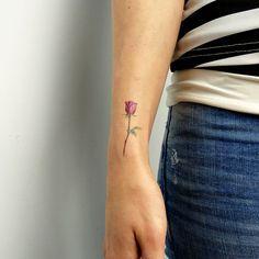 15 Mejores Imágenes De Tatuajes De Rosas Rojas Red Rose Tattoos