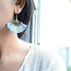 boucles d'oreilles fantaisies couleurs pastels en pompons, bijoux de lobe fantaisie, boucle d'oreille pour lobe en pompons